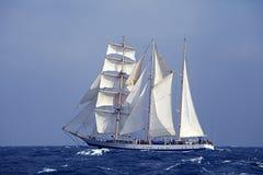 Lang schip in het overzees Stock Afbeelding