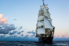 Lang Schip op de Atlantische Oceaan stock afbeelding