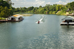 Lang-staartboot in rivier Royalty-vrije Stock Afbeelding