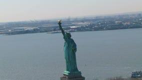 Lang standbeeld die van vrijheid bevinden zich stock video