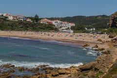 Lang strand op de kust van de Atlantische Oceaan Royalty-vrije Stock Foto