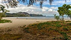 Lang strand van Ao Nang in Krabi, Thailand Stock Foto