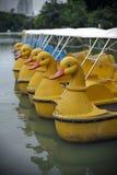 Langa fartyg på en Lake Royaltyfria Bilder