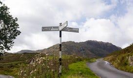 Langdale undertecknar in det engelska lakeområdet Arkivbild