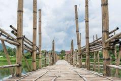 Langdurige bamboebrug Royalty-vrije Stock Afbeeldingen