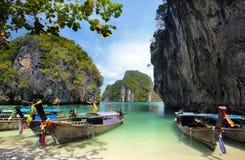 Lange angebundene Boote in Thailand Lizenzfreie Stockfotos