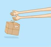 Lange Arme, die einen Postsendungskasten liefern Stockfotografie