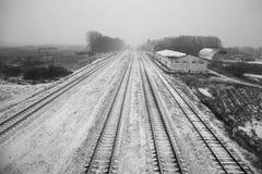 Lange Bahngleise lizenzfreie stockfotografie