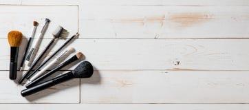 Lange banner voor professionele make-up en maniertoebehoren met borstels Royalty-vrije Stock Fotografie