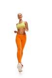 Lange Beine, welche die Frau in voller Länge laufen lassen Lizenzfreie Stockfotografie