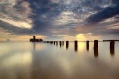 Lange Belichtung des alten Piers in Polen stockfotografie