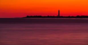 Lange Belichtung des Cape May Punkt-Leuchtturmes nach Sonnenuntergang, neu stockfoto