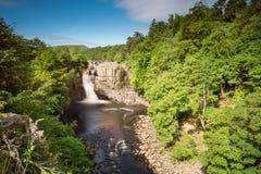 Lange Belichtung des hohen Kraft-Wasserfalls Stockfotos