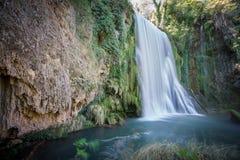 Lange Belichtung des Wasserfalls bei Monasterio de Piedra, Spanien Lizenzfreie Stockfotografie