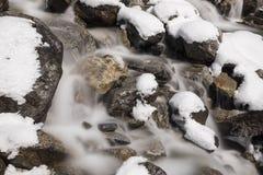 Lange Belichtung eines Nebenflusses im Meiental in der Alpe Stockfotografie