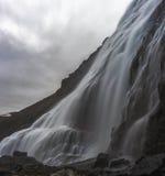 Lange Belichtung panoramischer Dynjandi-Wasserfall in Island Stockfotografie