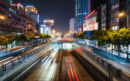 Lange Belichtung schoss von einer Fußbrücke in China Lizenzfreie Stockfotografie