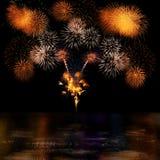 Lange Berührung der Feuerwerke Auswahl und des Reflectio Lizenzfreie Stockbilder