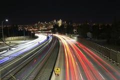 Lange blootstelling van Calgary in de nacht stock afbeeldingen