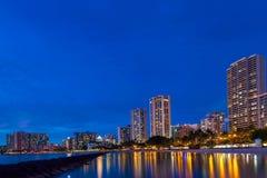 Lange blootstelling van het Strand en de horizon van Waikiki Royalty-vrije Stock Foto's