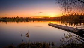 Lange blootstelling van meer in de herfstkleuren Stock Foto's