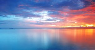 Lange Blootstelling van Zachte en kleurrijke zonsondergang Royalty-vrije Stock Fotografie