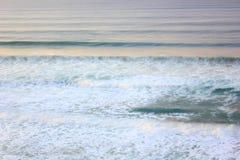 Lange blootstellings oceaangolven Royalty-vrije Stock Afbeeldingen
