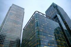 Lange bureaugebouwen Stock Foto's