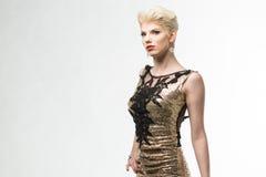 Lange de Manierkleding van de vrouwenschoonheid, Elegant Meisje in Gouden Toga Stock Fotografie