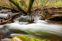Lange die blootstelling bij een Devon-stroom wordt genomen royalty-vrije stock foto