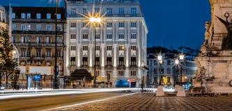 Lange die blootstellingsfoto in Praça-Dos Restauradores, Lissabon wordt genomen stock fotografie