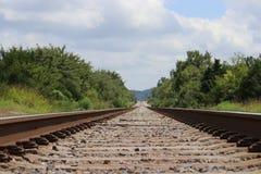 Lange einsame Schienen Lizenzfreies Stockfoto