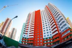Lange flatgebouwen in aanbouw Royalty-vrije Stock Foto's