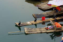 Lange Flusslandschaft Yus in Yangshuo, Guilin, Guanxi-Provinz, China Lizenzfreie Stockfotos