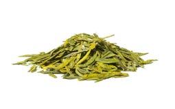 Lange geïsoleerdee bladeren groene losse thee, Royalty-vrije Stock Foto's