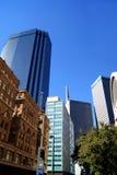 Lange gebouwen de stad in Royalty-vrije Stock Foto's