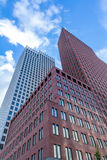 Lange gebouwen in Den Haag Stock Foto's