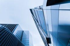 Lange gebouwen van beton en glas Stock Fotografie