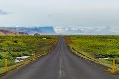 Lange gerade Straße in Island Lizenzfreies Stockfoto