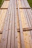 Lange hölzerne Planken geladen in einem Bündel. Stockfotografie