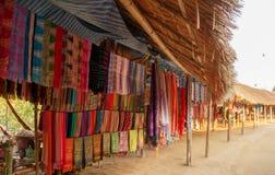 Lange halsstam in Thailand - kleurrijke materialen voor verkoop Royalty-vrije Stock Afbeeldingen