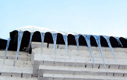 Lange ijskegels Royalty-vrije Stock Afbeeldingen