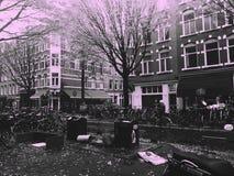 Lange ochtendwandelingen in Amsterdam Stock Afbeeldingen