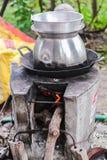 Lange pot met gat het pan koken op fornuizen Stock Afbeelding