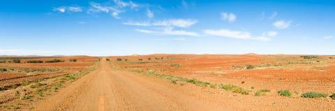 Lange Rechte Weg door Binnenland, Australië Stock Afbeelding