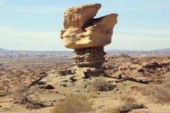 Lange rotsvorming in Maanvallei in zonsopgangtijd stock afbeelding