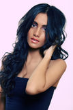 Lange Schönheit des lockigen Haares Stockbilder