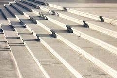 Lange schaduwen op trap stock afbeelding
