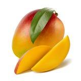 Lange Scheiben des Mangoblattes lokalisiert auf weißem Hintergrund stockfotografie