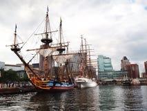 Lange Schepen in de Binnenhaven van Baltimore Stock Foto's